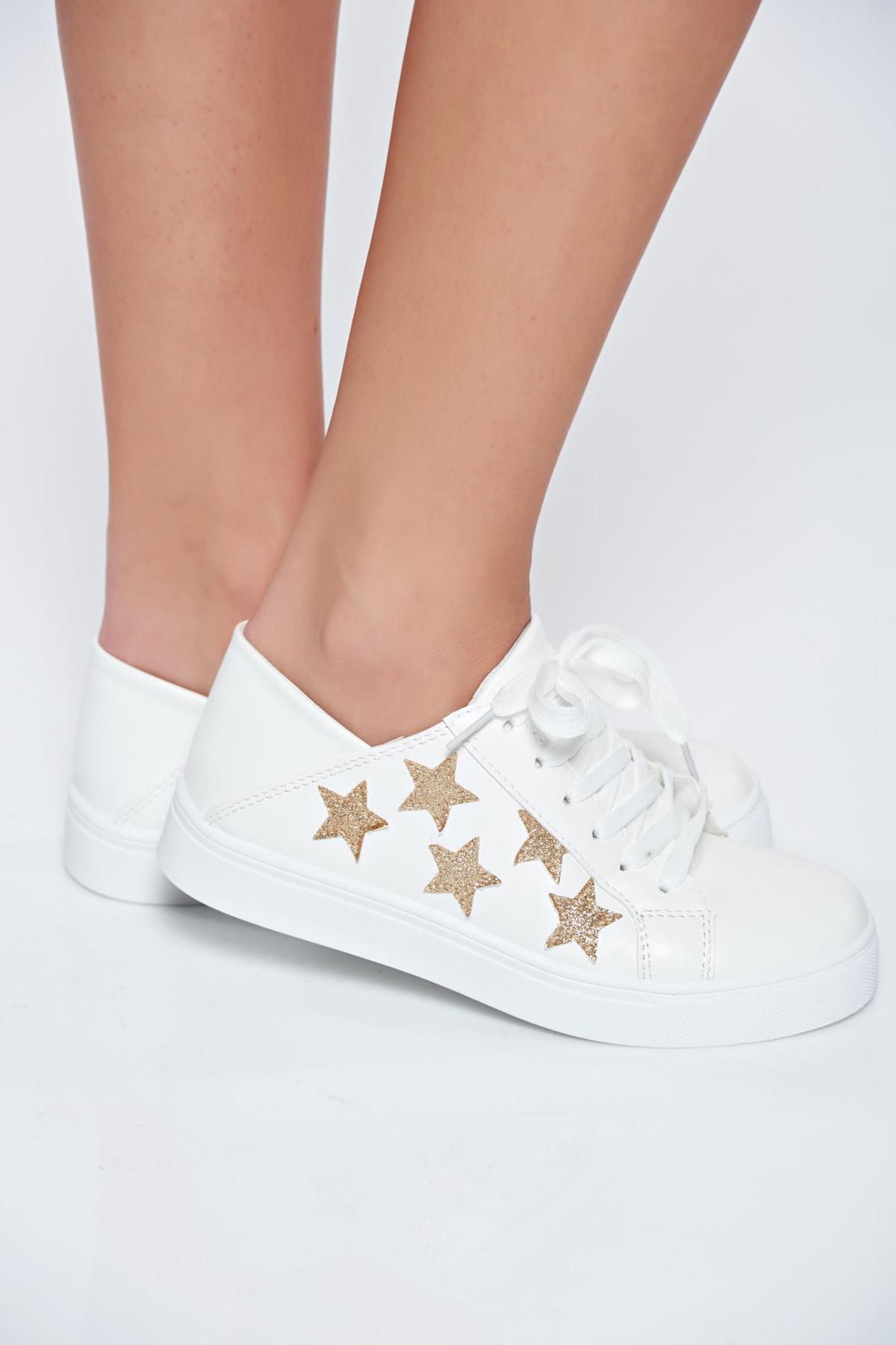 Fehér hétköznapi sport cipő fűzővel köthető meg csillogó díszítésekel 7943a9d41d